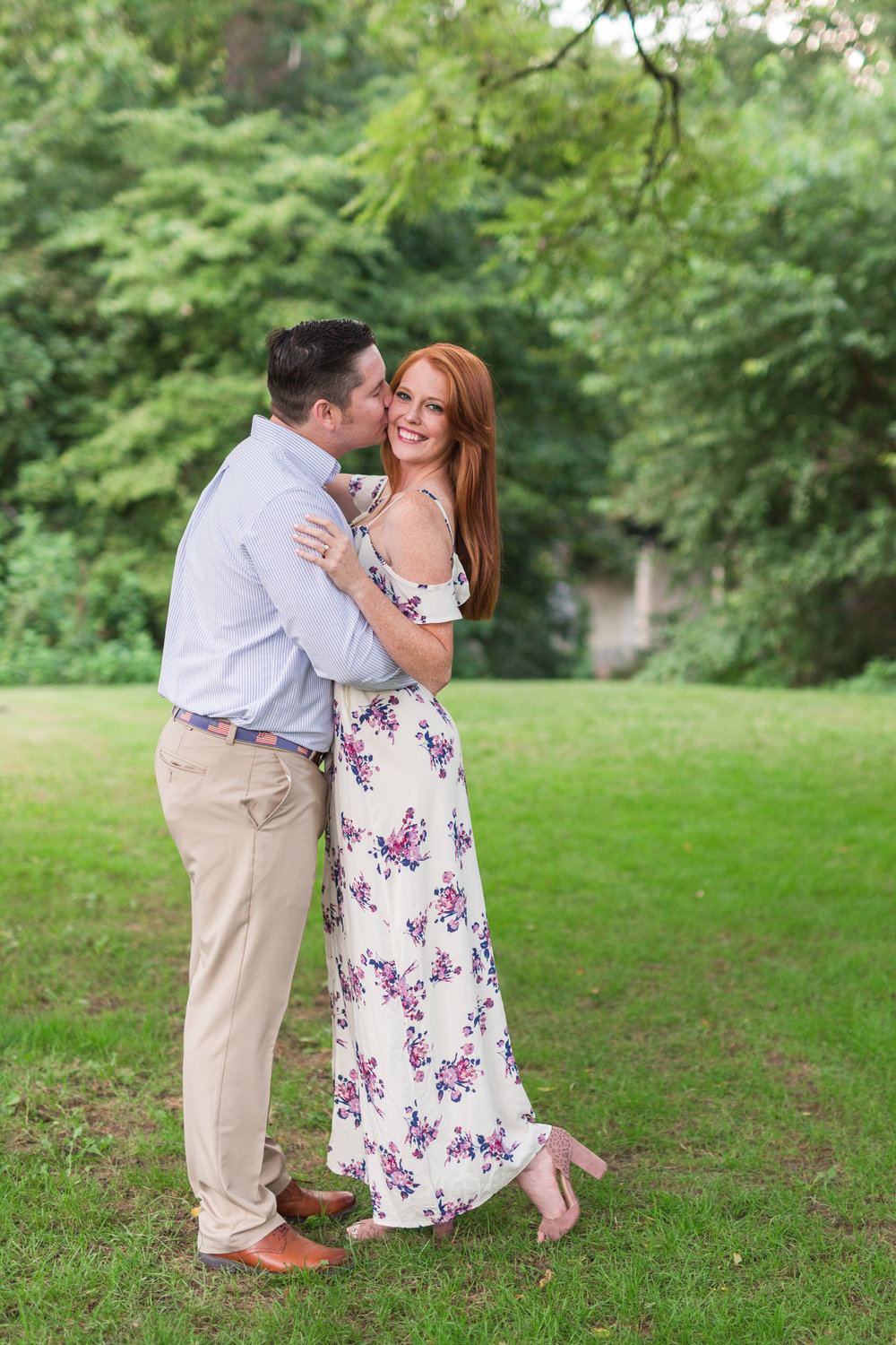 What to expect for an engagement session || Lynchburg Virginia Wedding and Engagement Photographer || www.ashleyeiban.com