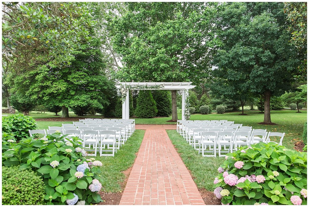 Rainy Summer Wedding at The Trivium Estate in Lynchburg, VA || Lynchburg, VA Wedding Photographer