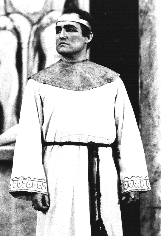 Aida  Act 4, cropped.jpg