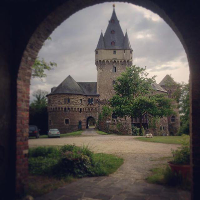 Kleiner Muttertags Ausflug zum Schloss Hülchrath- schade dass die cam zu Hause lag 😬 #nogoodtimesforwitches #Ausflug #Castle #Europe #Germany #medival #neuss #schloss #ancient #oldtimes