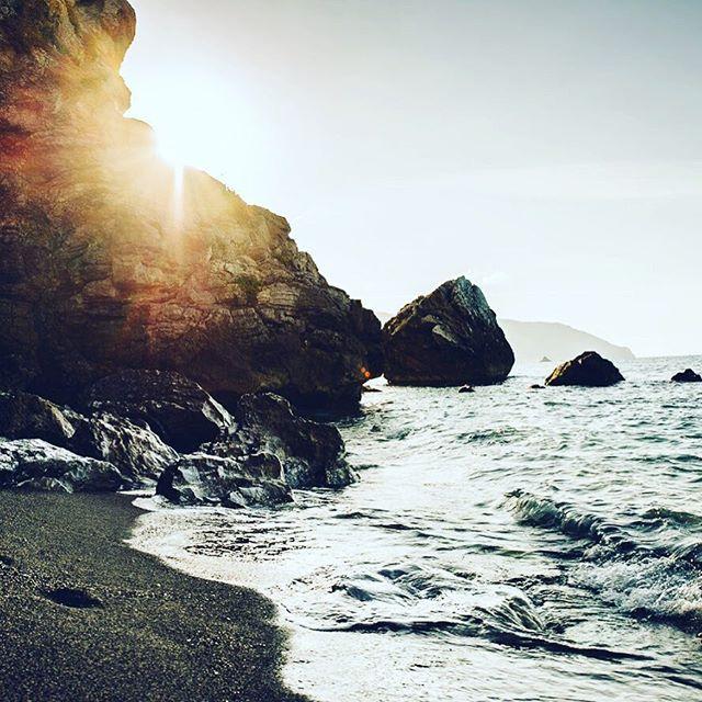 Hidden spot on back of the Grotte Beach on Sicily 🤫🏝 #travel #inspiration #motivation #travelgram #sicily #grottebeach #nature #nature_perfection #nature_shooters #dslr #nikon #beach #cliffs #europe #isle #traveladdict #italy #sundowner #summer #sun #feelslikesummer #ocean @kings_sicilia @sicilia_nel_cuore