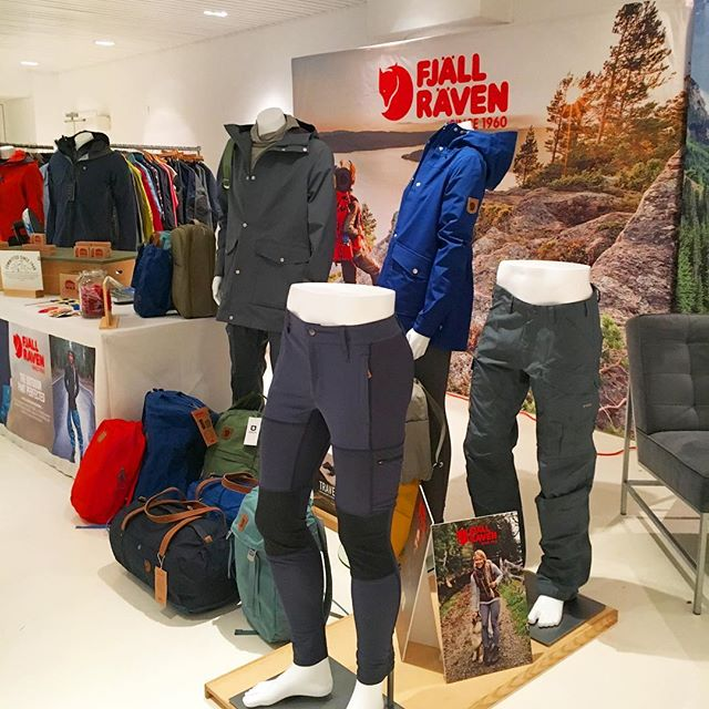 The NYC Showroom is looking real classy with @fjallravenusa style! • • #backbonemedia #nyc #newyork #geartest #followthefox #fjallraven #explore #adventure #getoutside @rygr.us