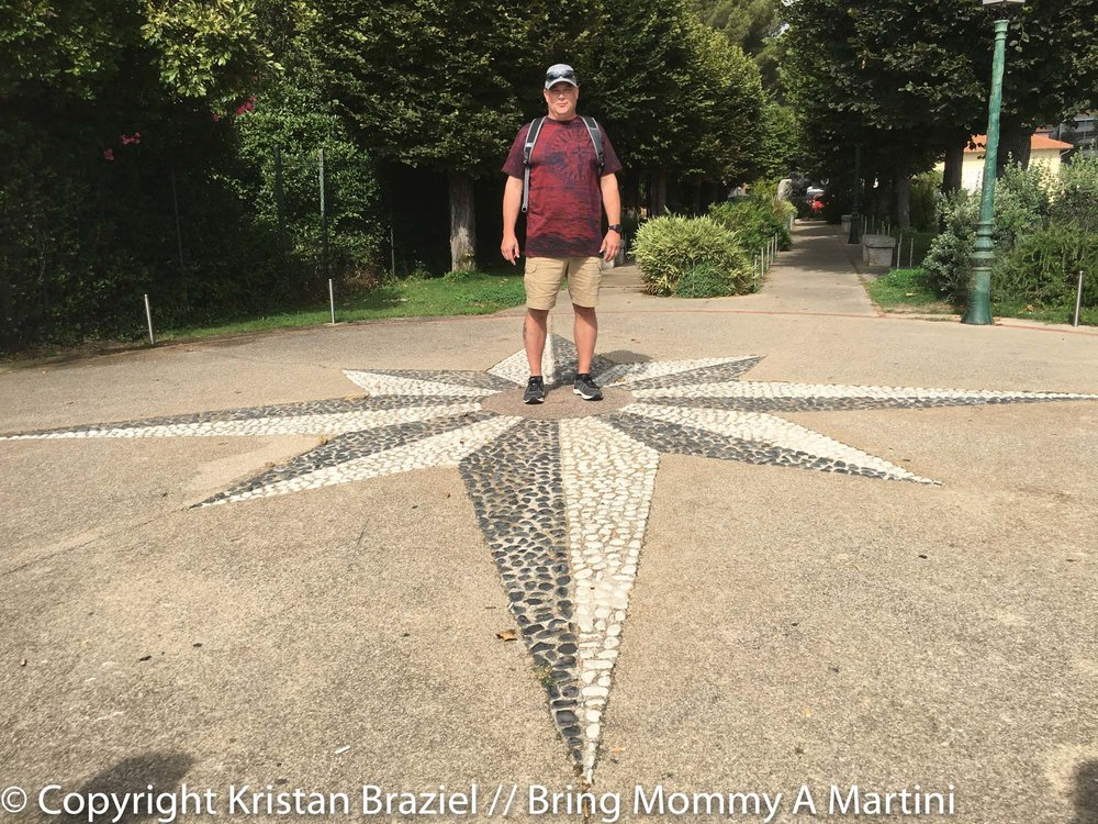 Mark with an echoing star mural