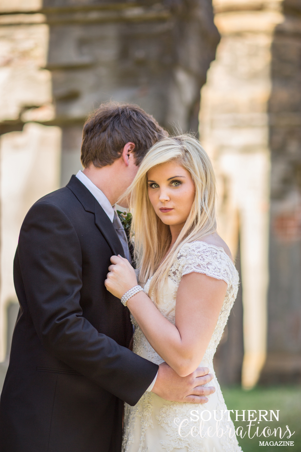 Bride and groom at the Historic Windsor Ruins near Port Gibson, Mississippi - daylightfadingphotography.com