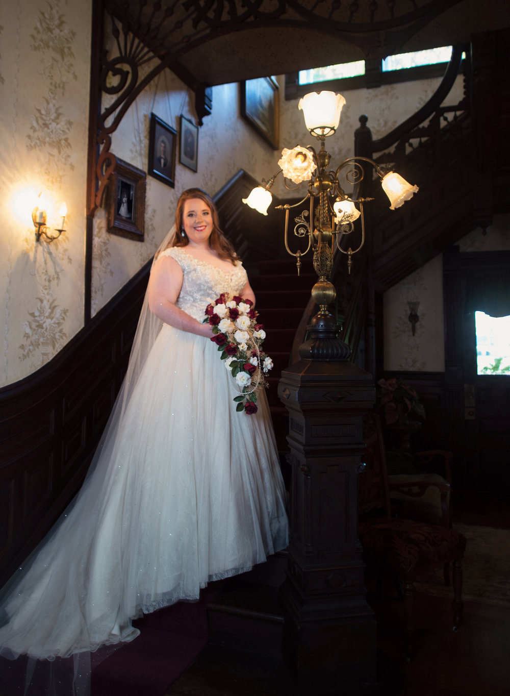 Bridal Pictures at Logan Mansion