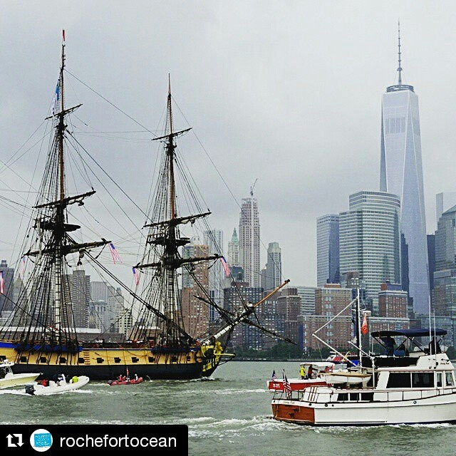 The adventure continues! After the excitement of yesterday's parade of ships in #NYC, the #Hermione is headed to #GreenportNY, where she will dock from 07/06-07/07. @rochefortocean ・・・ L'Hermione à la rencontre de la Skyline et du One World Trade Center... Magique ! #independenceday #4thofjuly