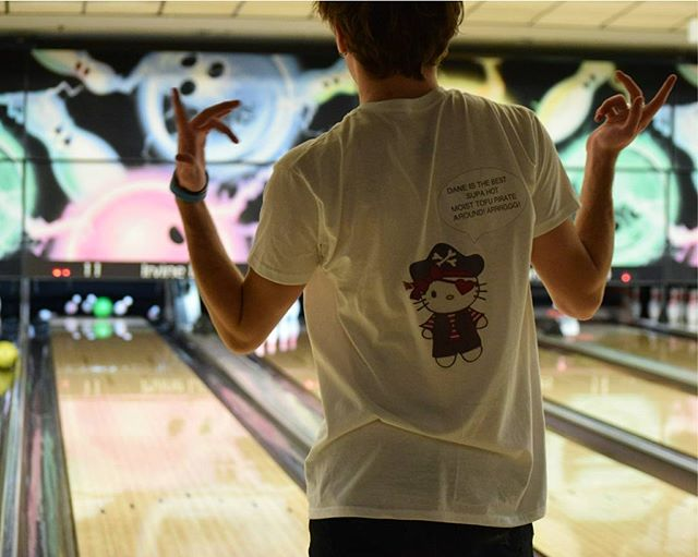 If you missed Unkie Dane's tofurrific strike 🎳 last week, then come out tomorrow to the CCC @ 6:30pm to see his 🕳️👇1️⃣ at mini golf !!⛳