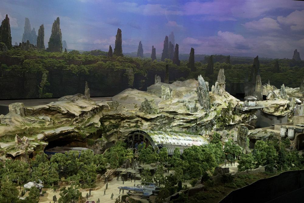 Star Wars Galaxy's Edge Battle Escape Massive Show Building.
