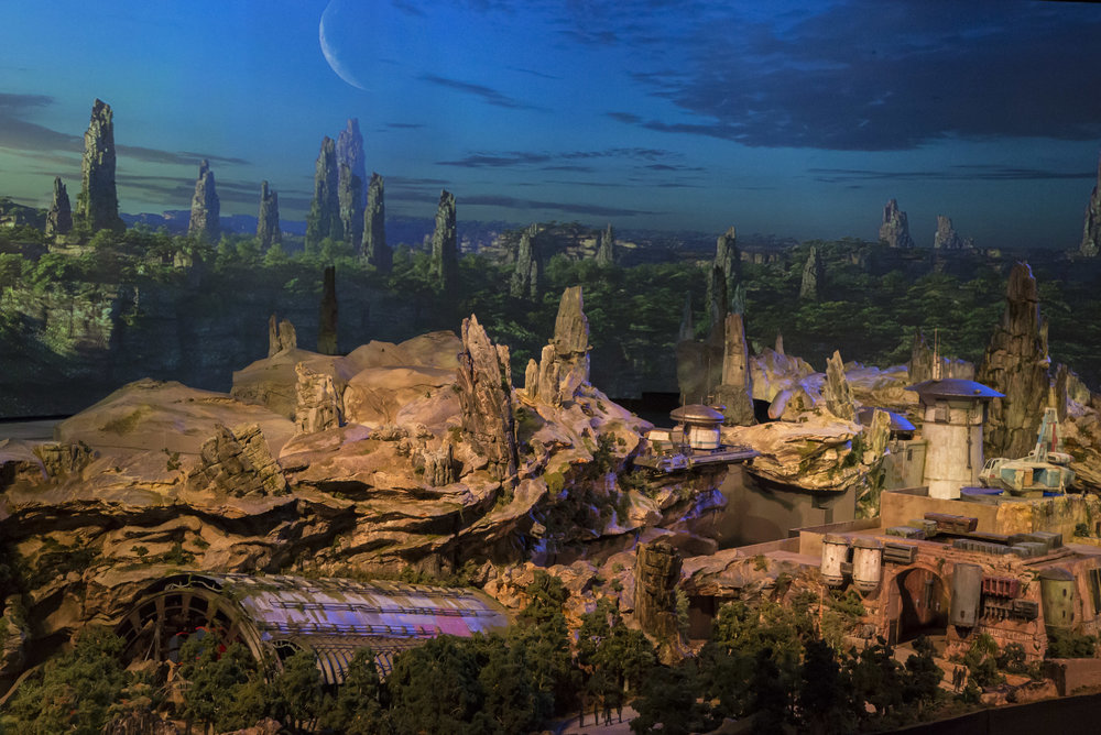 Star Wars Galaxy's Edge Battle Escape Massive Show Building.