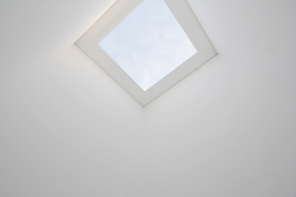 Sky Space I Varese, 1976.   James Turrell ; Overhead Portal Cut.