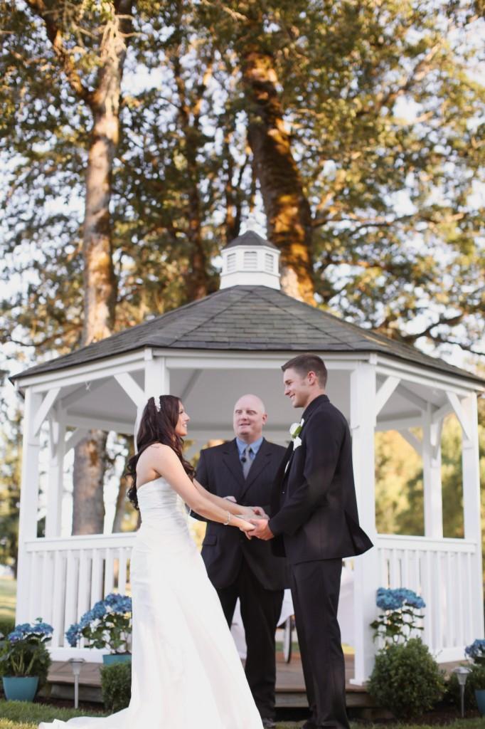 Eugene Oregon Wedding photographer whisper-n-oaks woods trees bride rachael kruse photography photos (3)