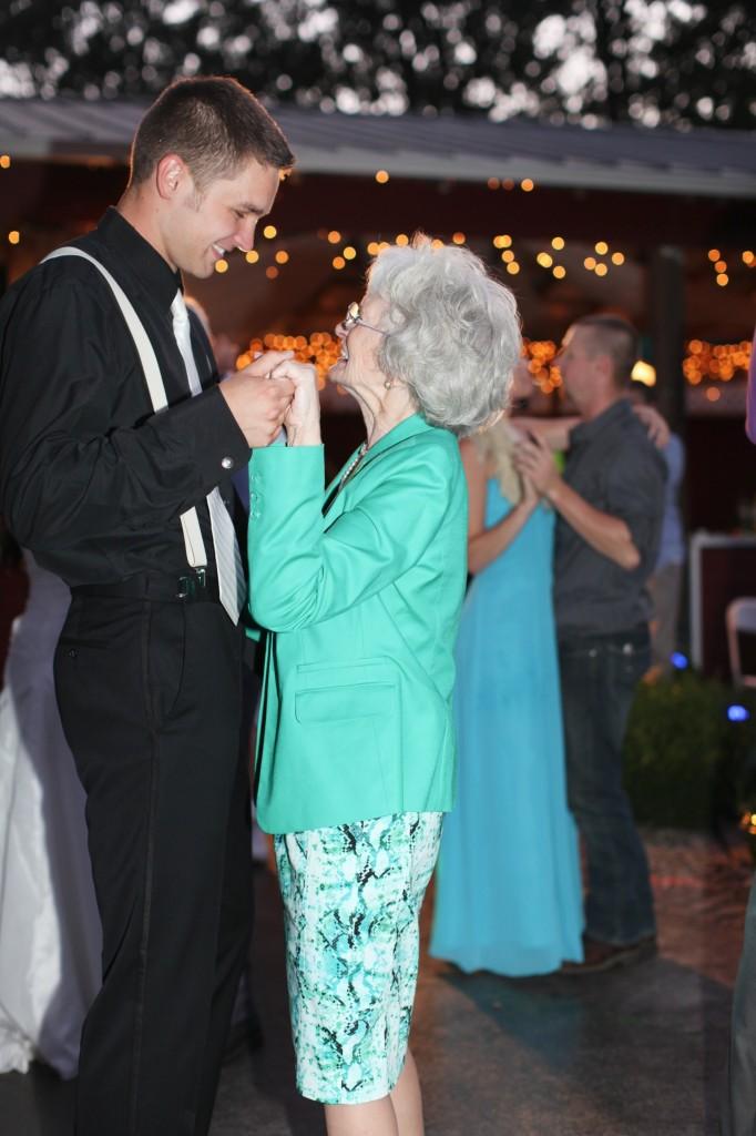 Eugene Oregon Wedding photographer whisper-n-oaks woods trees bride rachael kruse photography photos 5 (2)