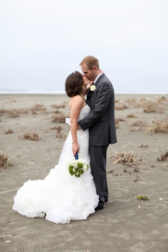 Aberdeen washington daniel erin seattle wedding for Beach weddings in washington state