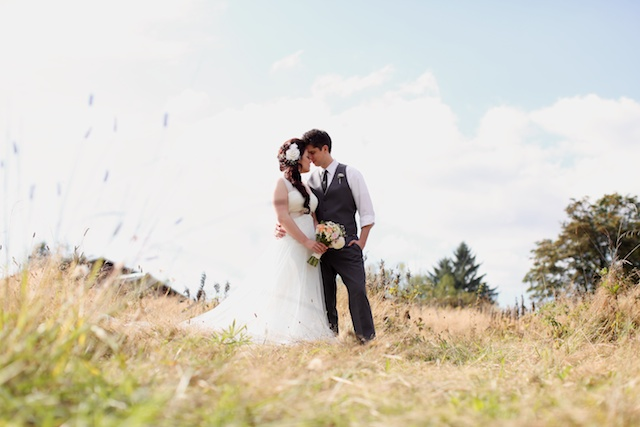 seattle wedding photographer auburn wine and roses country estate bride groom wedding party barn victorian country washington 1 (1)