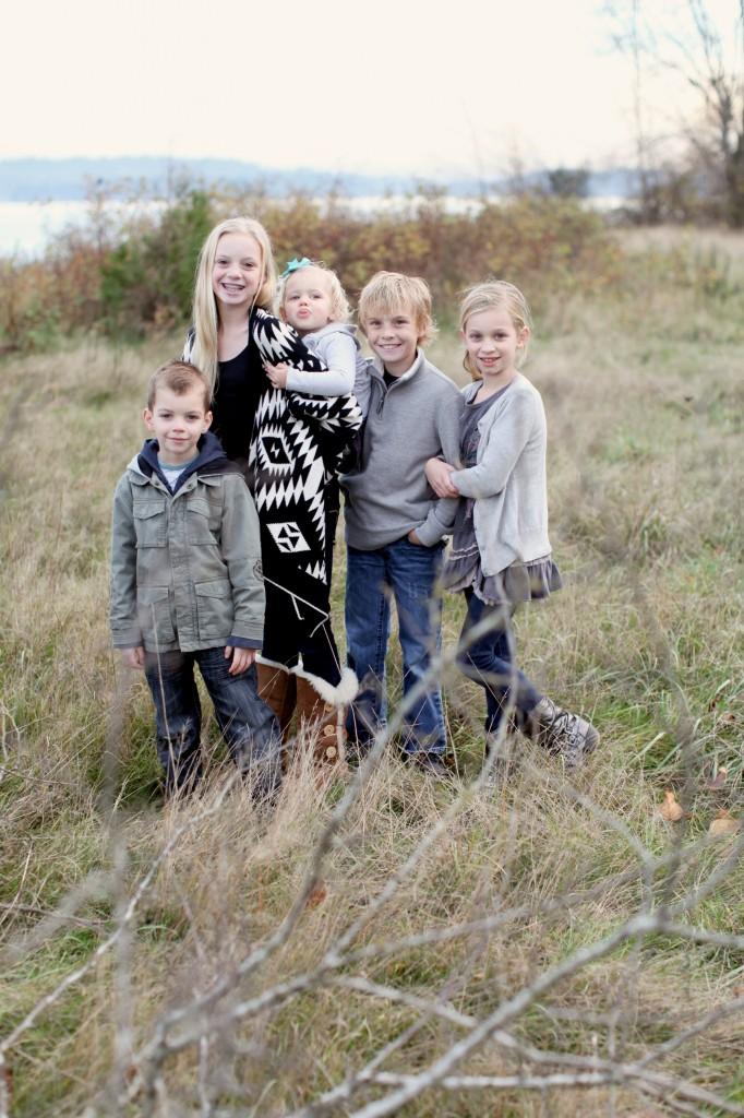 seattle family photographer rachael kruse shawn petree anna petree magnuson park seattle washington children child kid water winter december 6