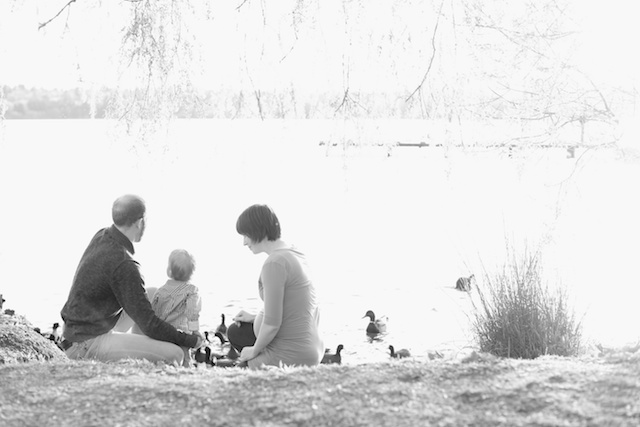 seattle maternity family photographer rachael kruse zack sarah maaoncini green lake lake water one year old baby photos 1