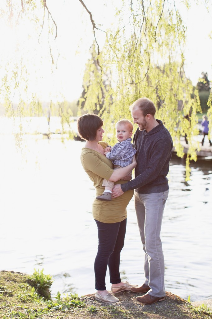 seattle maternity family photographer rachael kruse zack sarah maaoncini green lake lake water one year old baby photos 2