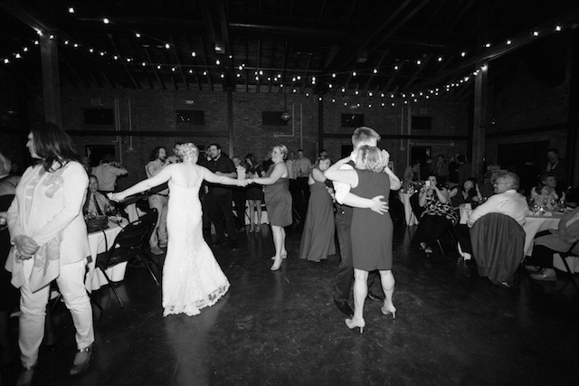seattle wedding photographer golden garden boathouse boat house sand beach wedding bride groom ballard hannah swayne gavin swayne 16