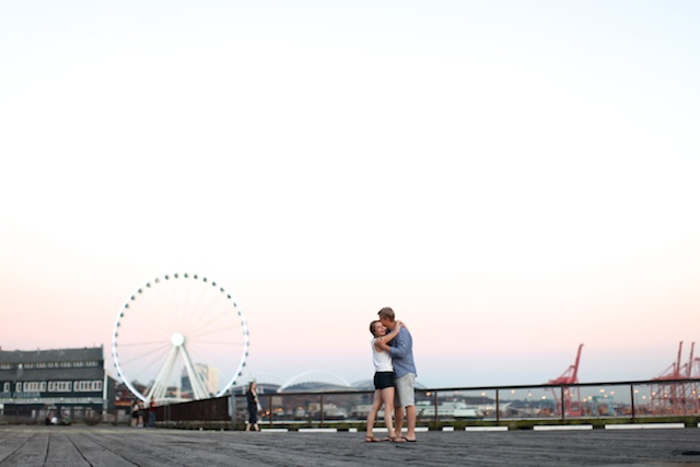 seattle wedding photographer engagement session photography downtown big wheel ferris wheel pikes market ashley ryan wagner vandrunen pudget sound docks ocean light love marriage  2 (2)