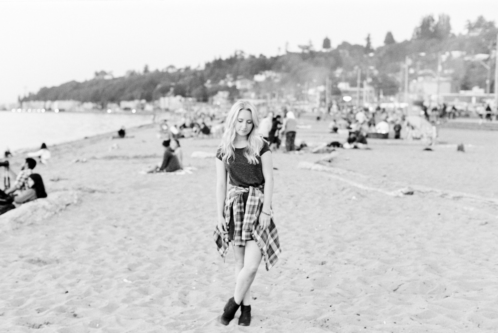 seattle film photographer senior pictures photos alki beach west seattle ocean