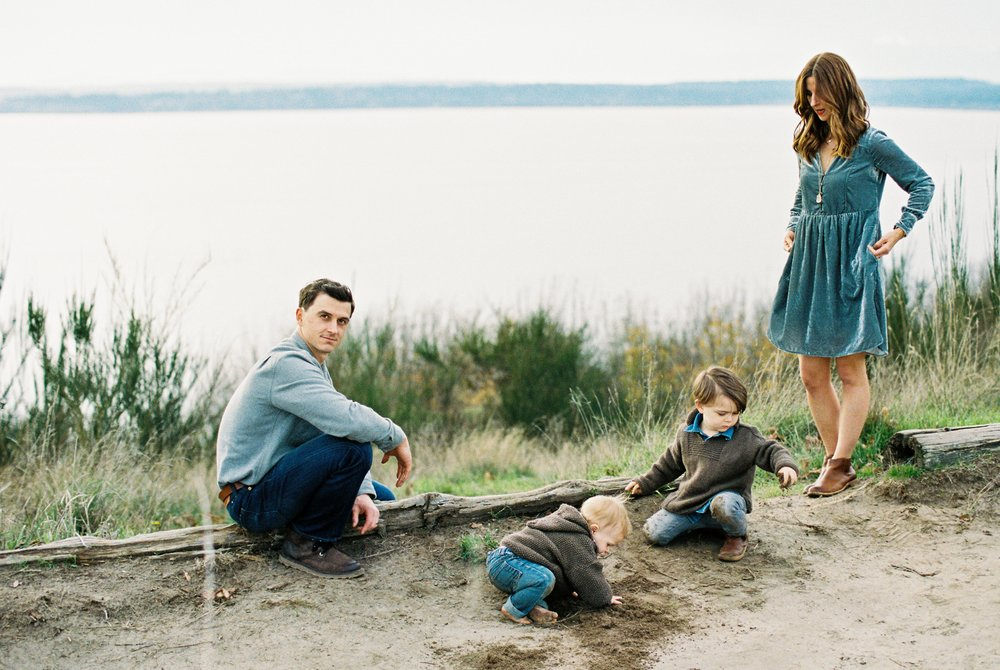 seattle family photographer photo discovery park children child kids kid mom dad brother double exposure film kodak portra 400 35mm pudget sound most popular top best rated photographer ocean