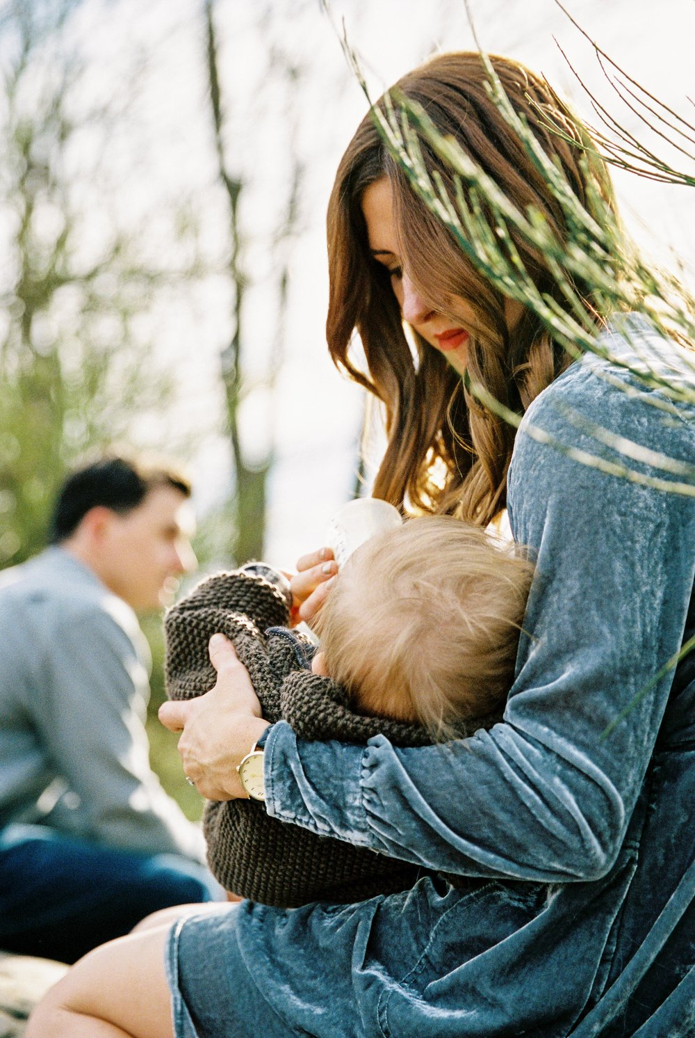 seattle family photographer photo discovery park children child kids kid mom dad brother double exposure film kodak portra 400 35mm pudget sound most popular top best rated photographer rachael kruse photography baby drinking bottle milk