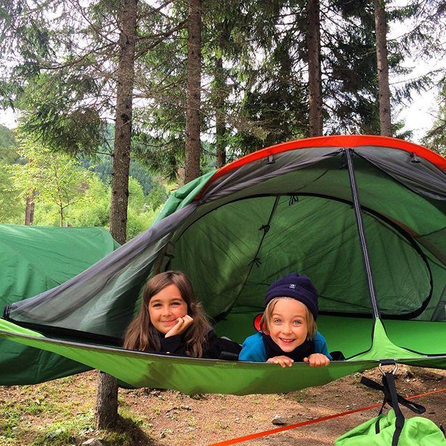 Hey hey #epicexperience With #tentsile. 🏕 Мы устроились, ура! У детей свой домик на дереве, у нас - наш 💏❤️👍🏻. Вокруг лес, кристальное озеро и много новых друзей.