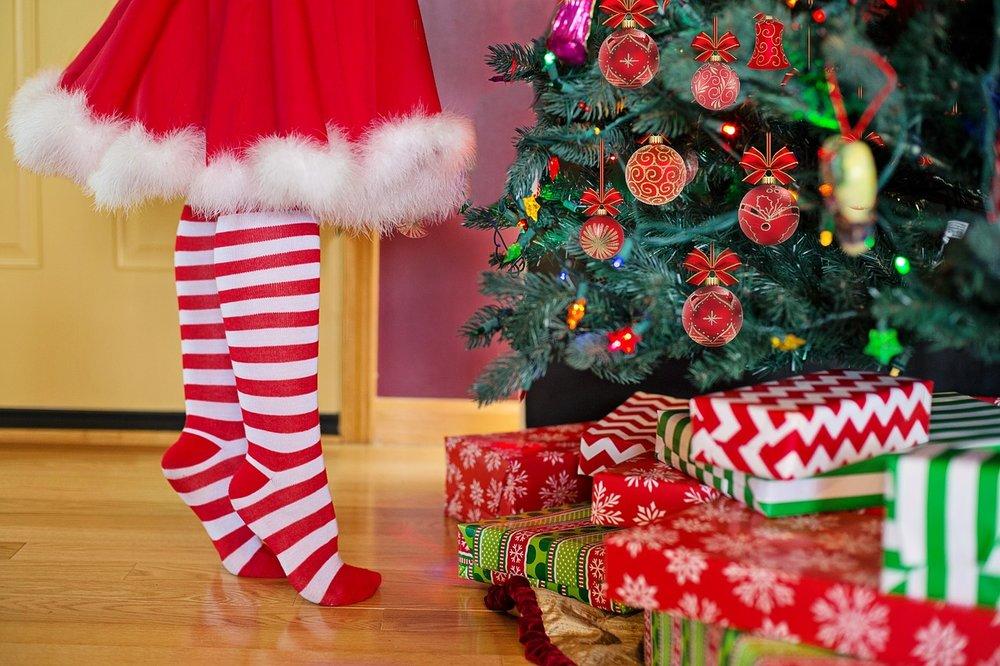 decorating-christmas-tree.jpg