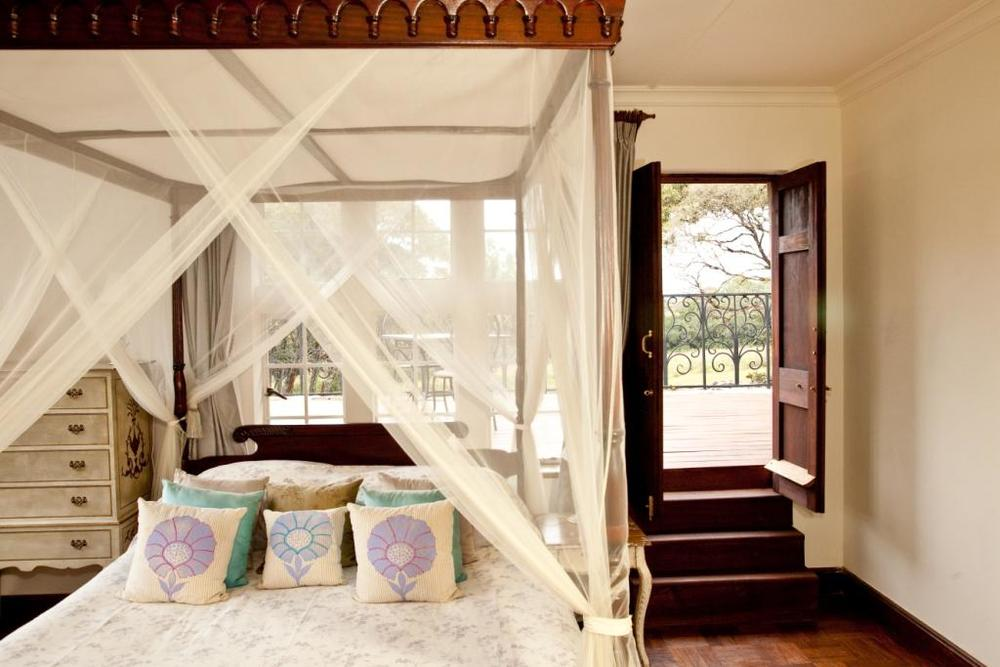 Giraffe Manor Bedroom 30.jpg