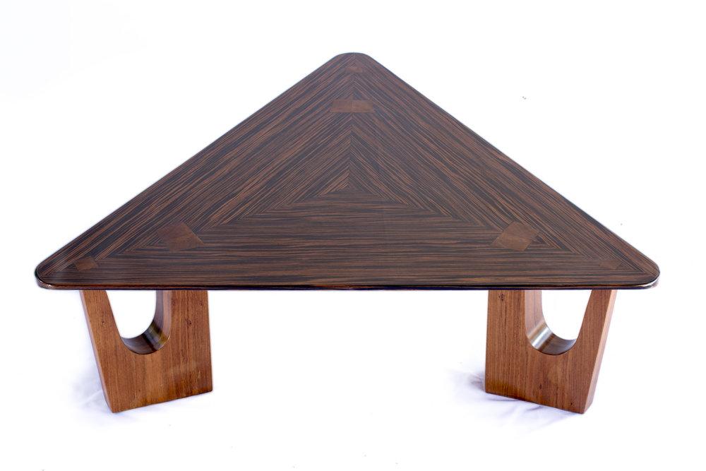 mesa-lucio-triangular-3