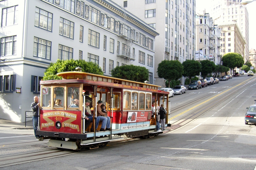 San_Francisco_Cable_Car_on_Pine_Street.jpg