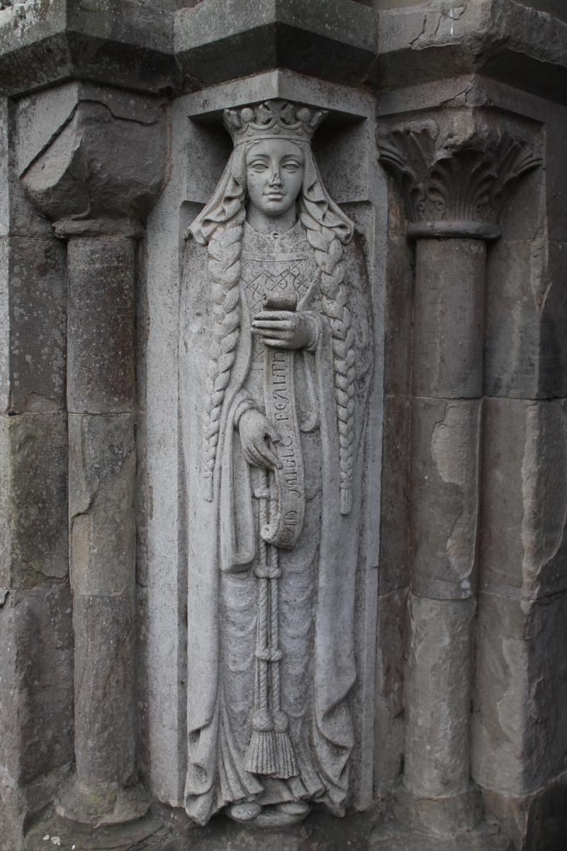 Queen_statue_at_Glenstal_copy.JPG