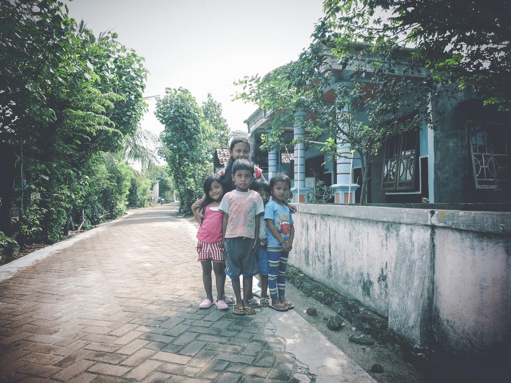 Niños en la Villa de Watukarung en Java.