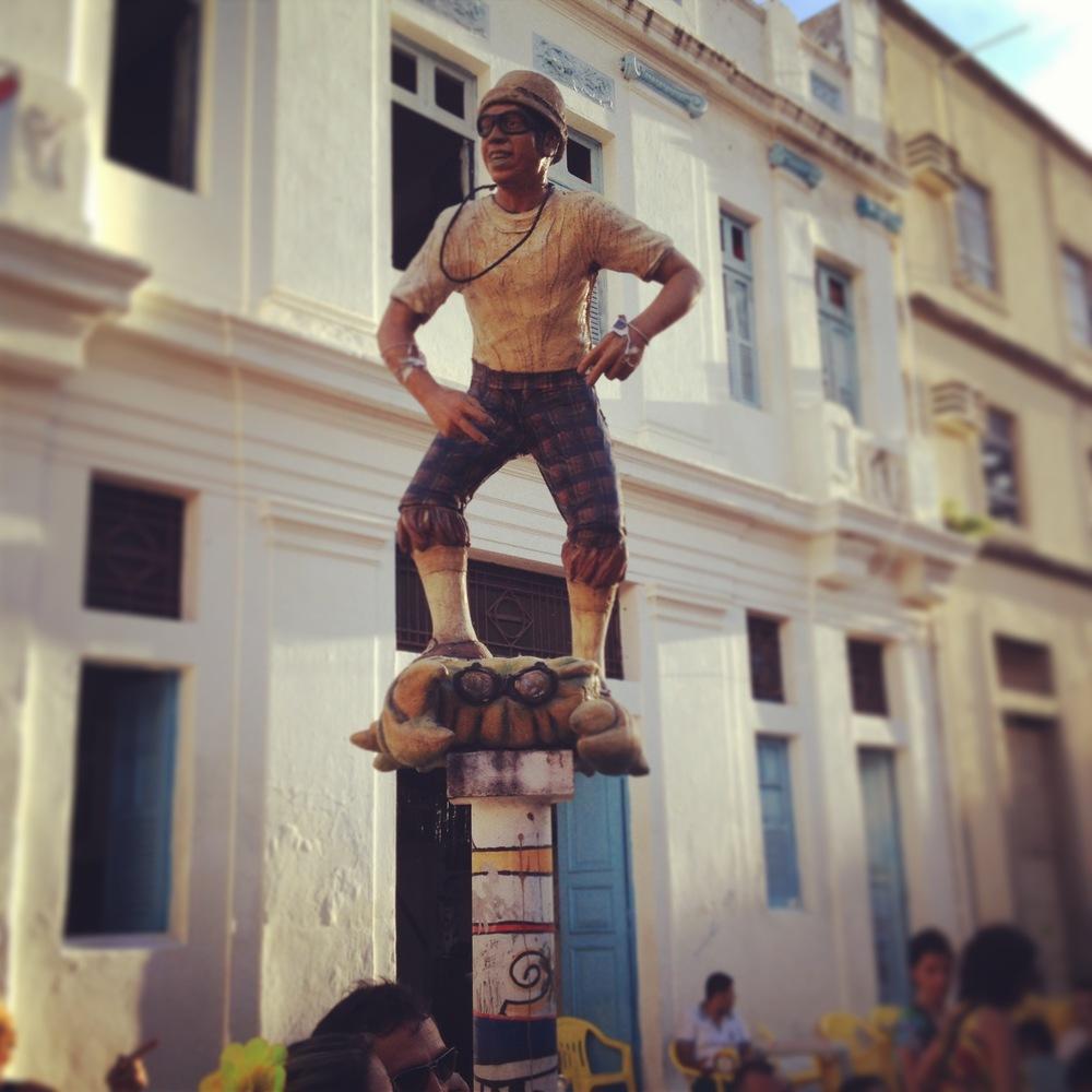 Estatua en honor a Chico Science (n.1966 - m.1997), creador de la Banda Naçāo Zumbi y creador del movimiento Mangue Beat, quien revolucionó la musica contemporánea brasileña integrando los ritmos de maracatu con funk y rock. Foto: Miosoti Alvarado