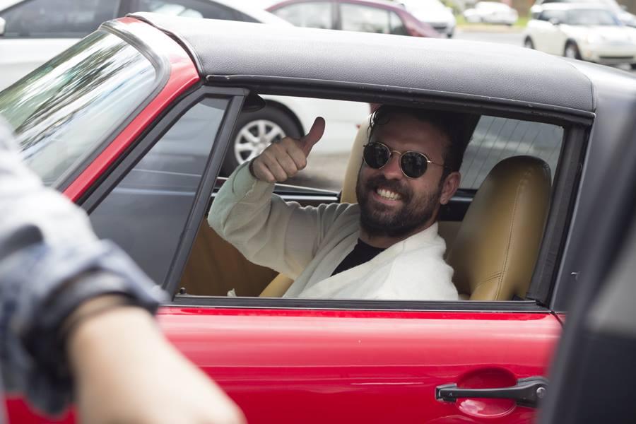 Luis en el Porsche.