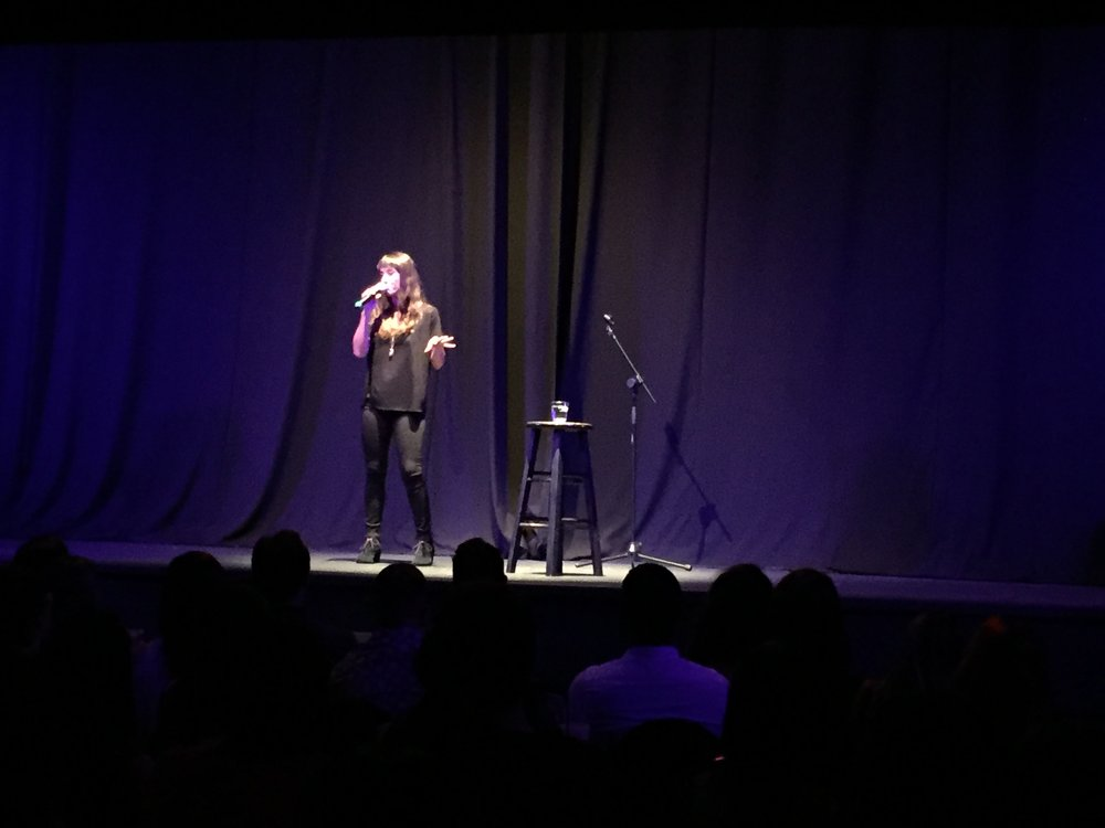 Marisé 'Tata' Álvarez en su stand up comedy.