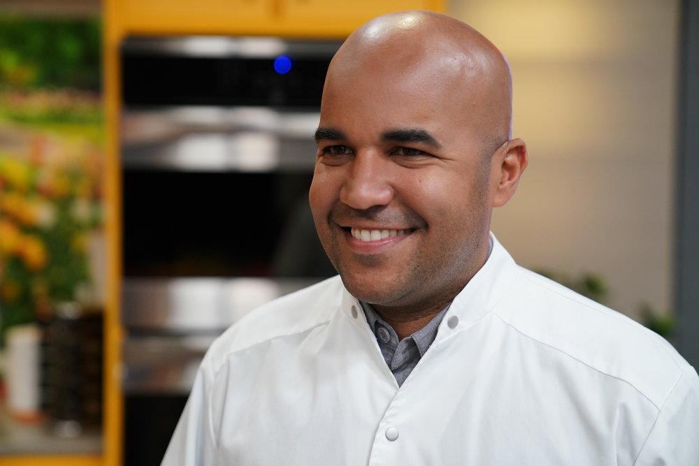 - Enrique Piñeiro, Mesa 364 El reconocido Chef Piñeiro quien cuenta con una extensa carrera en la industria culinaria y del entretenimiento, es el creador de Mesa364