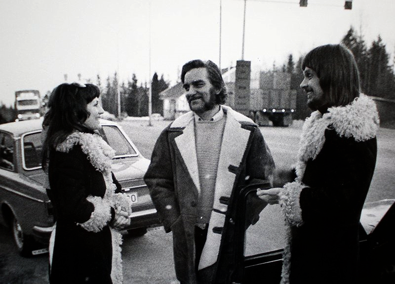 Fra billedreportasje i tidskriften SE om et møte mellom Sten, Vibeke og Per Liland på grensen mellom Sverige og Norge 1975. Pressebilde.