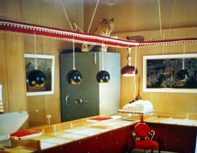 """Bilde fra gullforretningen """"Gullgruben"""" før alt vi eide i Norge ble stjålet av forbrytere som statsadvokat Wiker åpenlyst samarbeidet med."""