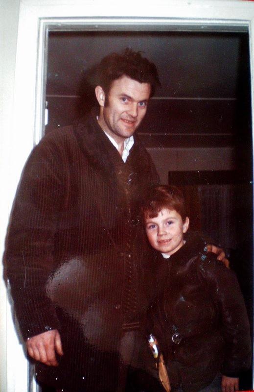 Det nye vitnet William Olsen med sønn.