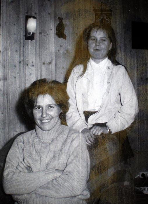 Det nye vitnet Ruth Olsen, med datter.