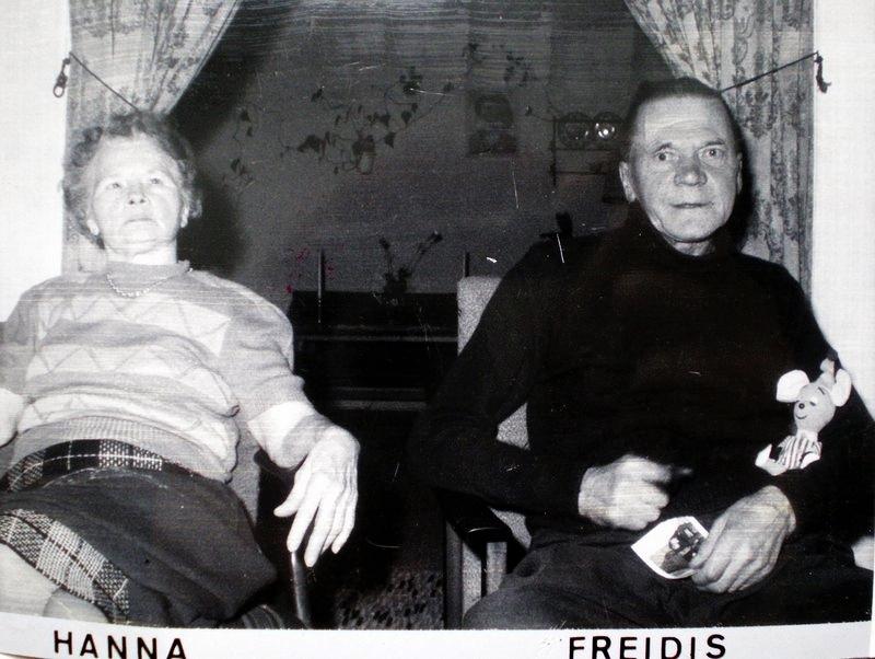 """Hanna og Freidis som bodde vegg i vegg med Lille Helvete hørte bråk derfra den 23e desember, og stønn, jammer, den 24e desember ca kl 02.30-03.00. For å holde ut med """"ynkingen"""" tok de sovepiller og sovnet."""