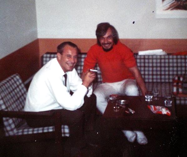 Alf Nordhus og Sten Ekroth på Nordhus sitt hotellrom under rettssaken i Sarpsborg.