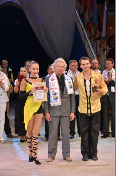 Аяужан Ниязбекова и Виктор Дрюков. Акробатическая пара. Казахстан.