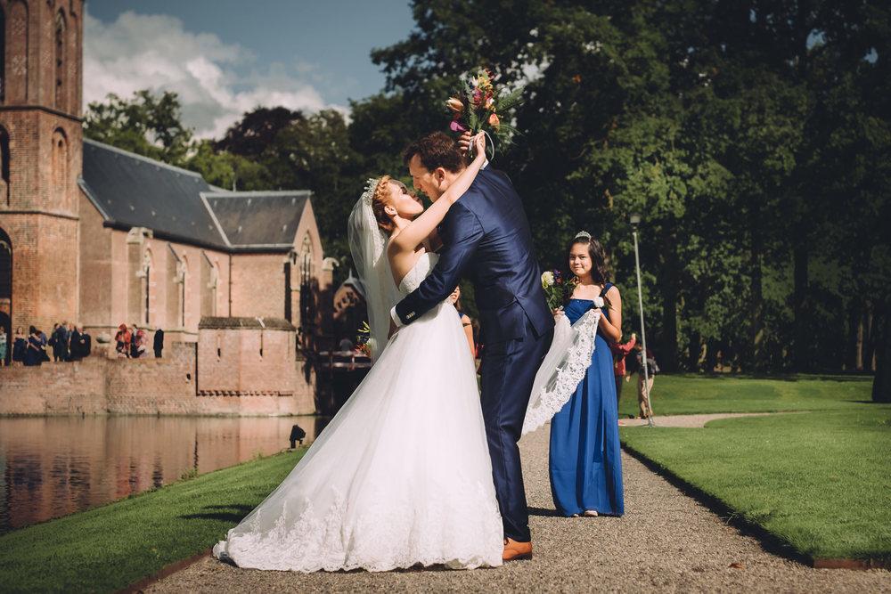 intieme en emotionele bruiloft fotografie voor attent stellen van amsterdam bruidsfotograaf