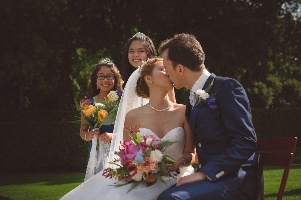 intieme en emotionele bruidsfotografie voor attent stellen van mark hadden amsterdam bruidsfotograaf