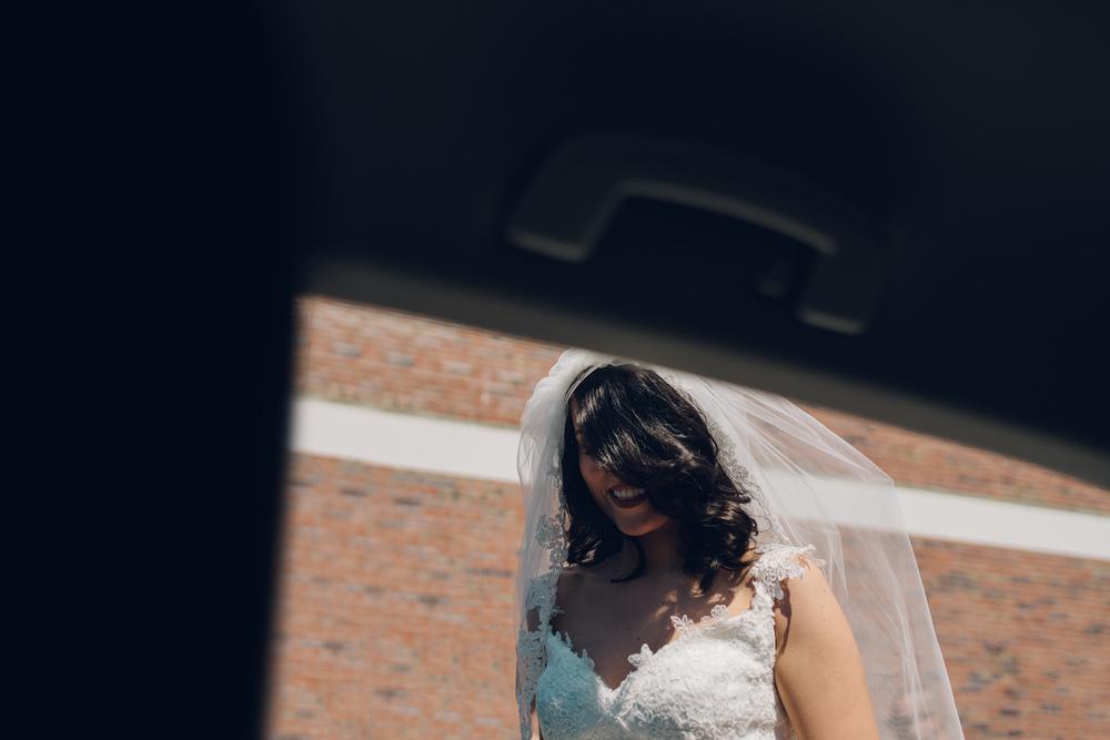 amsterdam wedding photographer bride in car