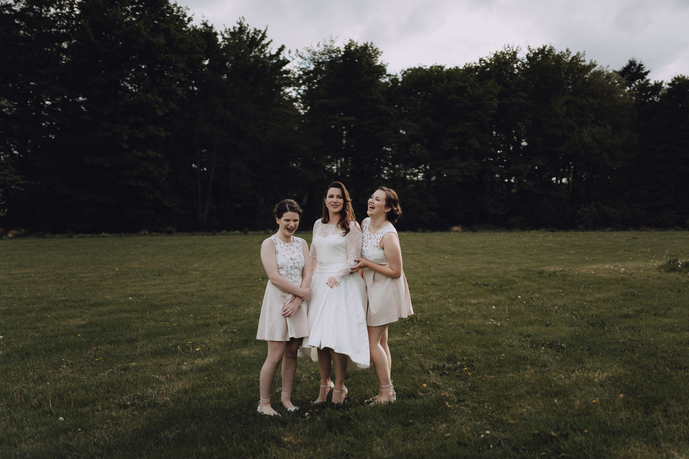 wedding photography aberdeen bride and bridesmaids