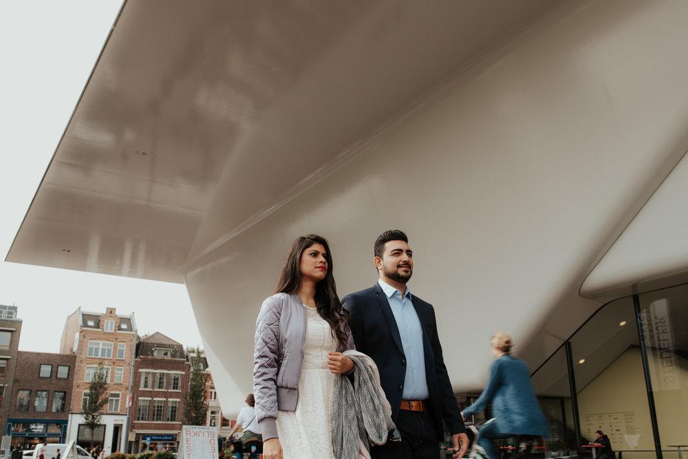 loveshoot bruidsfotografie amsterdam couple by stedelijk museum by mark hadden