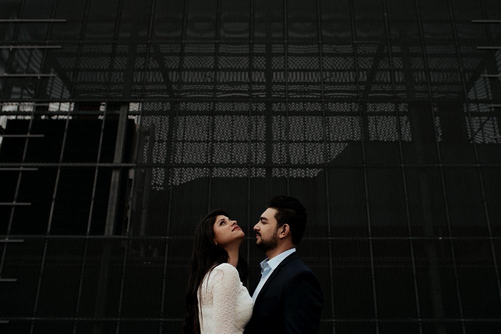loveshoot bruidsfotografie amsterdam couple museumplein by mark hadden